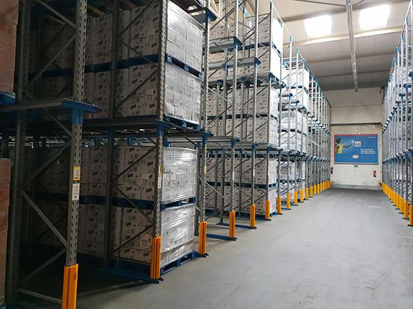 BACO Logistic - Duesseldorf - Kontraktlogistik - Lager - Transport - Service - Lager Halle Regale mit Ware